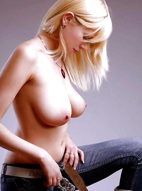 Riesige natrliche Titten auf Sekretr Bilder