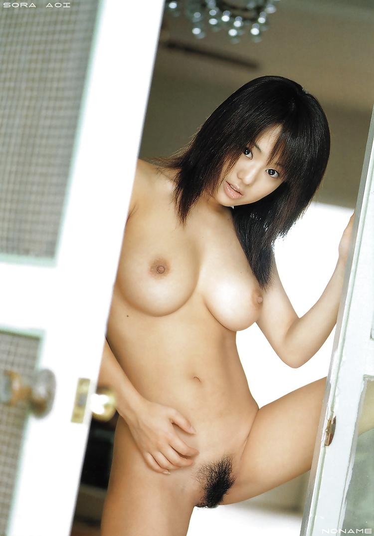 Asiatische Schönheiten in jeden Positionen frei