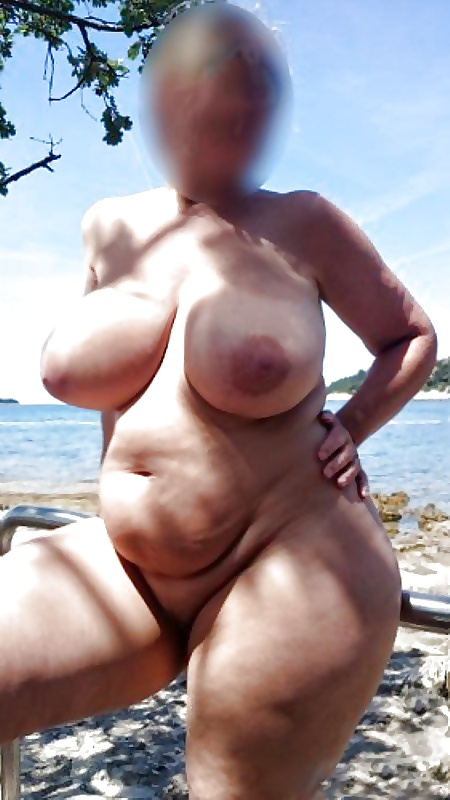 Ihre Titten sprengen die Bluse - NurSexfilmecom