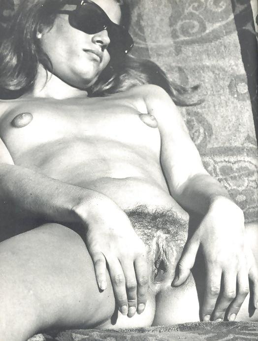 Deutsche Hündinen in Nacktbildern frei