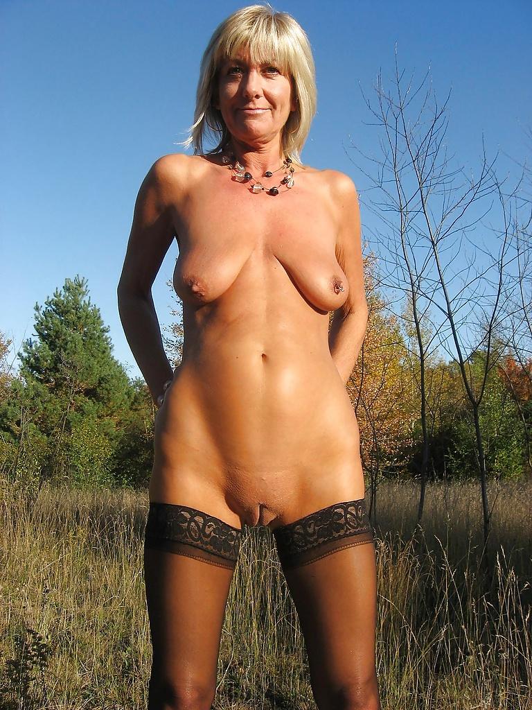 Piercings nackt mit frauen Schlampe mit