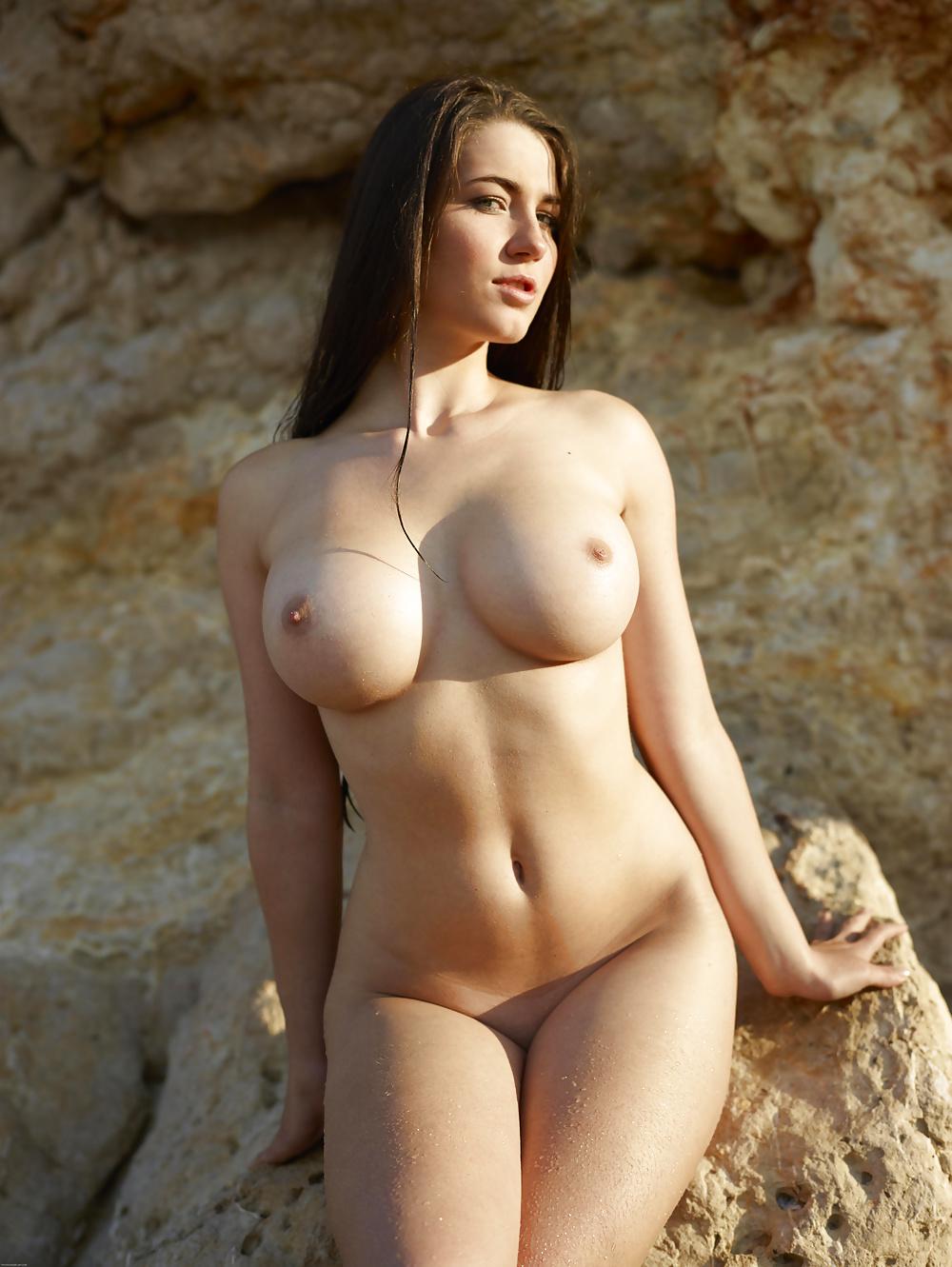 Große Brüsten von 18-30 Jahrigen Hündinen