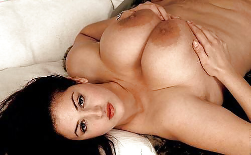 Junge und alte Fotografien zeigen nackte Brüste frei