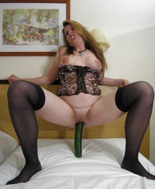 Reife Frauen machen sex mit Gurken oder Banane